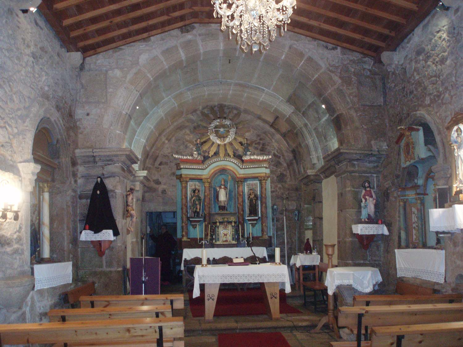 Nave central co altar maior [Foto EDR]